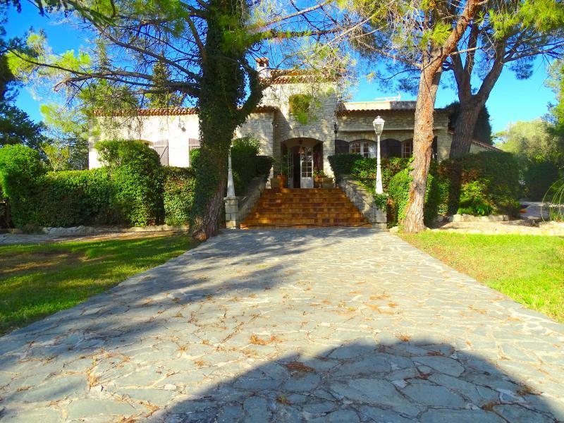 Villa d'exception d'une superficie de 200M2, dans un havre de verdure de 2700 m2